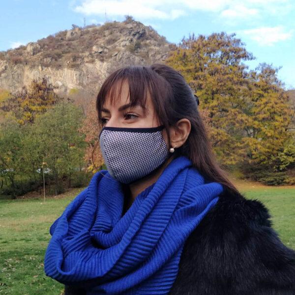 Предпазна маска за лице от кариран плат